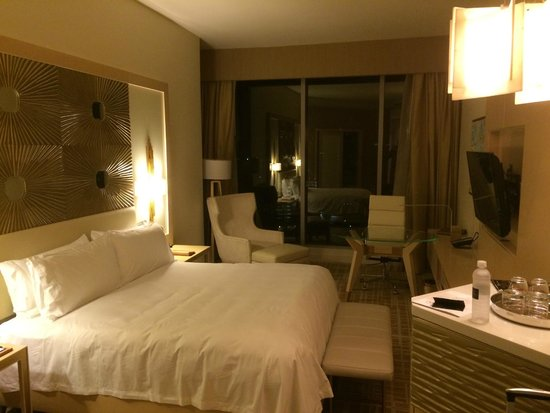 Waldorf Astoria Panama: Bed and chair