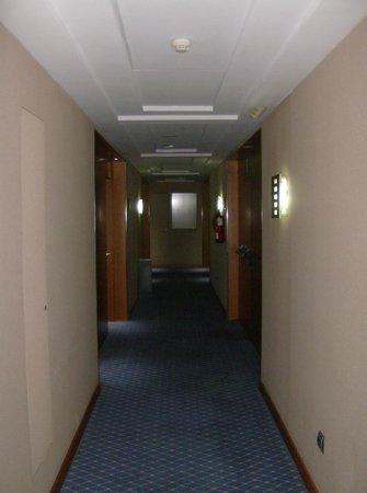 Silken Atlantida Santa Cruz: Corridoio 8 piano Fumatori