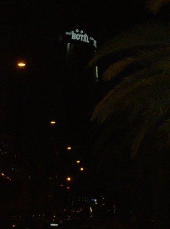 Silken Atlantida Santa Cruz: Hotel di sera