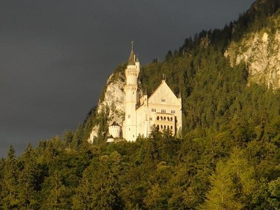 Hotel Alpenstuben : Neuschwanstein from our balcony