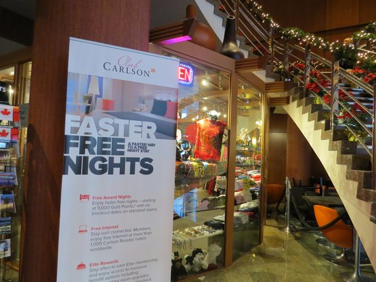 Radisson Hotel Vancouver Airport: gift shop