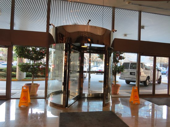 Radisson Hotel Vancouver Airport : entrance