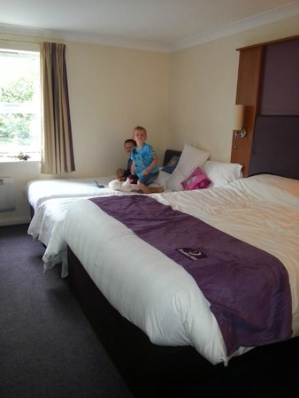 Premier Inn York North Hotel: Squashed in