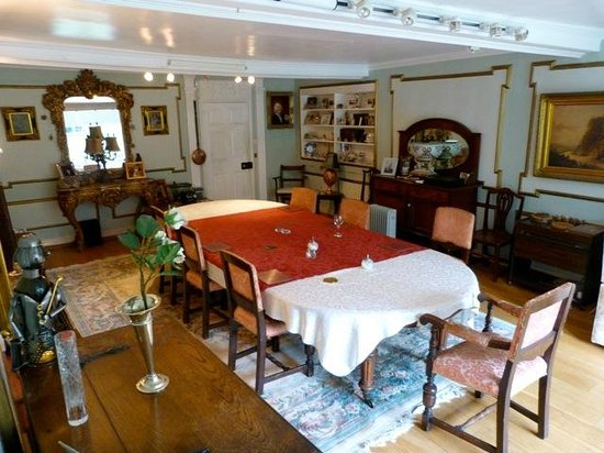 The Old Hall Bed & Breakfast: Dining Room