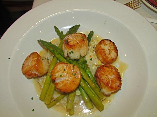 One Fish, Two Fish Restaurant: pan seared scallops