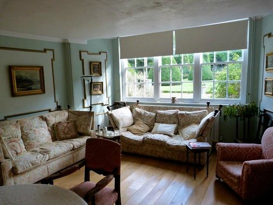 The Old Hall Bed & Breakfast: Dining room seating area