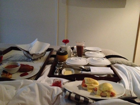 The Bloomsbury: Yummy breakfast in bed!