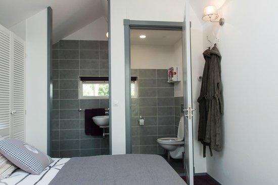Sint Annen, هولندا: Overzicht, douche, wastafel en toilet