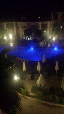 The King Jason Paphos: Pool at night