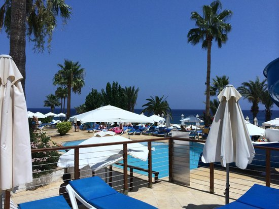 Golden Coast Beach Hotel: a view of the pool area