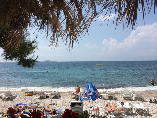 Villas Plat : Beachside cafe view