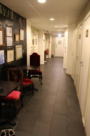Skanstulls Hostel: hallway to rooms