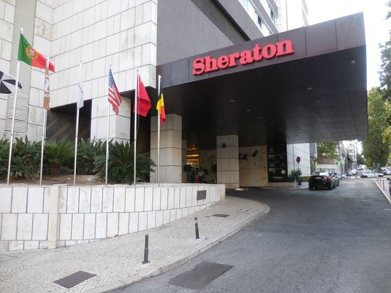 Sheraton Lisboa Hotel & Spa: The entrance