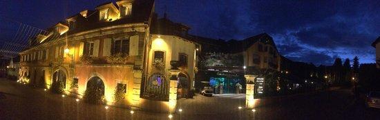 Hostellerie des Chateaux & Spa: vue panoramique de l'hôtel