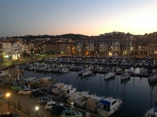 Kyriad Prestige Toulon - L S S M - Centre Port: vue sur le port du 4eme etage