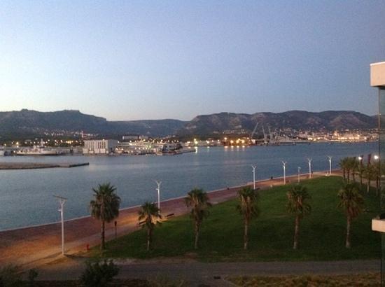 Kyriad Prestige Toulon - L S S M - Centre Port : vue sur la rade de Toulon 4eme etage