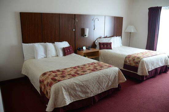 Northfield Inn, Suites & Conference Center: Spacious room