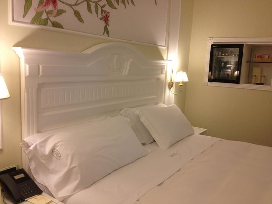 Hotel Palazzo Alabardieri: The most comfortable bed in the world.