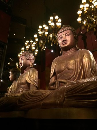 Buddha-Bar Hotel Budapest Klotild Palace: В ресторане