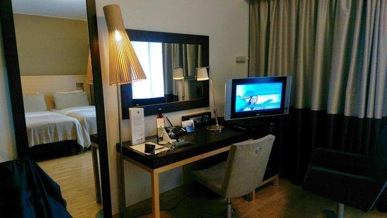 Radisson Blu Seaside Hotel, Helsinki: Desk area