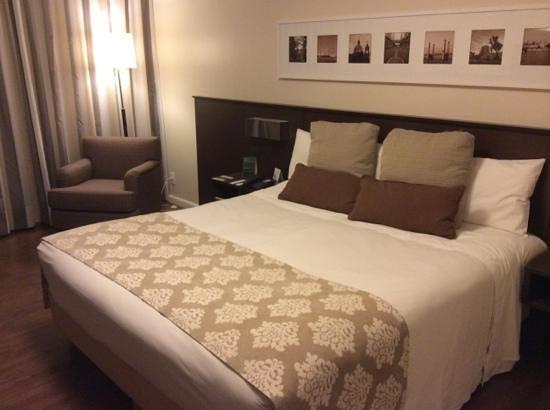 Hotel Deville Prime Porto Alegre: cama