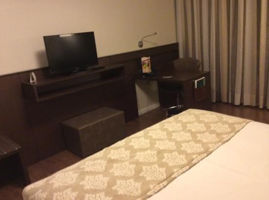 Hotel Deville Prime Porto Alegre: tv