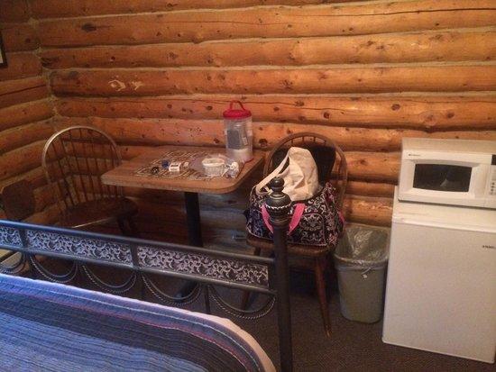 Carlo Creek Lodge : Cabin 2- mini fridge and microwave