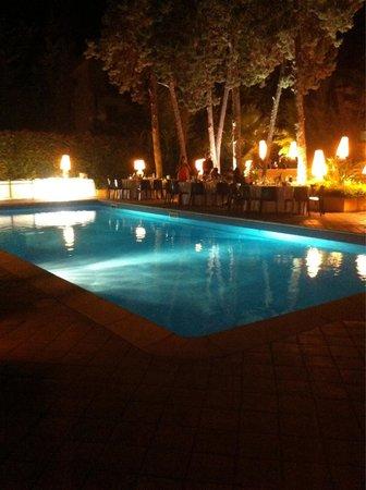 Il circoletto : Tavolo a bordo piscina