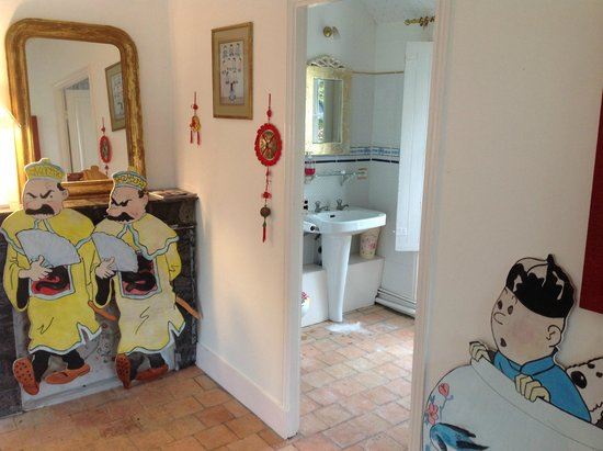 Chateau de la Chausee : Our bathroom in the apartment - fun decoration in the bedrooms