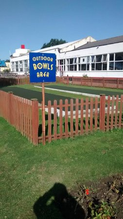 Pontins Pakefield Holiday Park: The outdoor Bowls area - again can hire these free