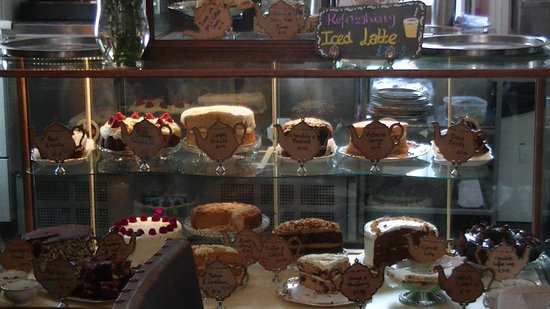 Pettigrew Tea Rooms: Man v Cake
