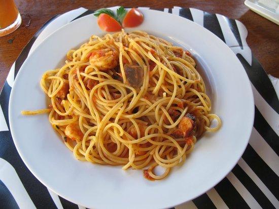Ristorante e Pizzeria Bianco e Nero: Spaguetti com frutos do mar
