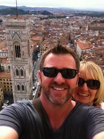 Kathedrale Santa Maria del Fiore: Selfie looking down from the Top of the Duomo - Tower in the Background