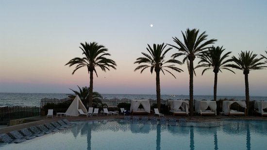 Hard Rock Hotel Ibiza: Abends am Pool
