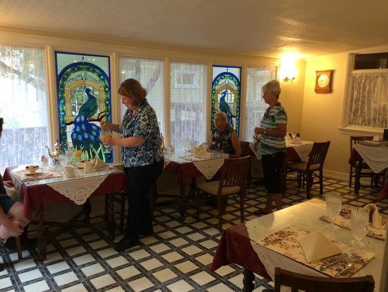 Cedar Gables Inn: Breakfast room