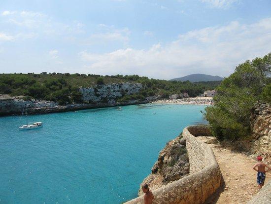 Blau Punta Reina Resort: Vue de la plage depuis le chemin y menant de l'hôtel