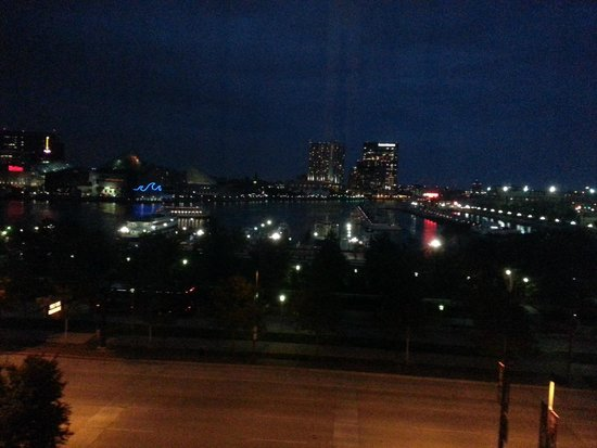 Royal Sonesta Harbor Court Baltimore : night view of harbor from our room