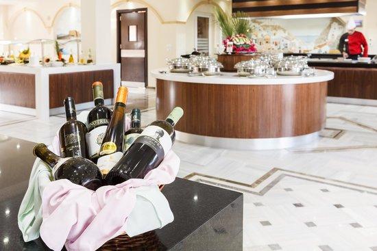 Lavris Hotel Bungalows : MAIN RESTAURANT