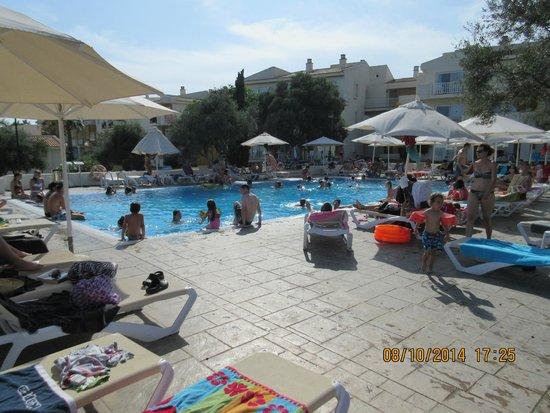 Blau Punta Reina Resort: Une des 3 piscine