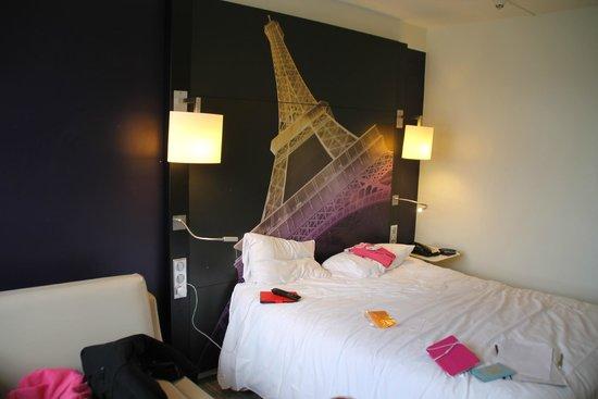 Mercure Paris Centre Eiffel Tower Hotel : decor in the room