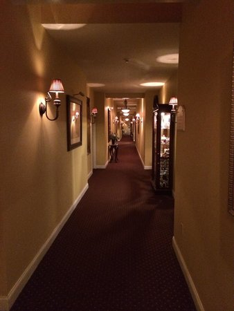 The Inn at Leola Village: Hallway to suites