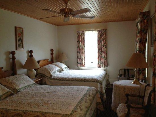 South Landing Inn: Room 3 in original building.