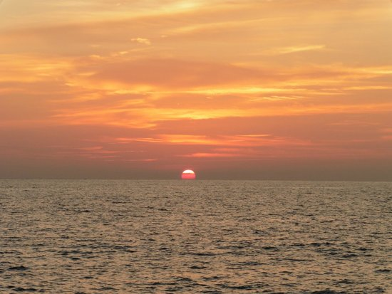 Sutera Harbour Resort (The Pacific Sutera & The Magellan Sutera): ocean sunset