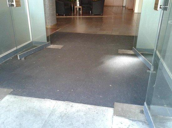 ProfilHotels Richmond Hotel: der Teppich, wenn man das Hotel betritt - 1. Eindruck des Hotels, der sich leider bewahrheitet