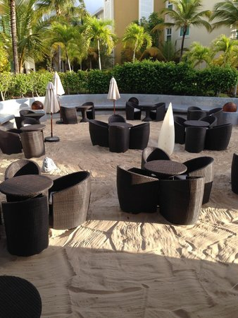 The Reserve at Paradisus Palma Real: outdoor dining by pool