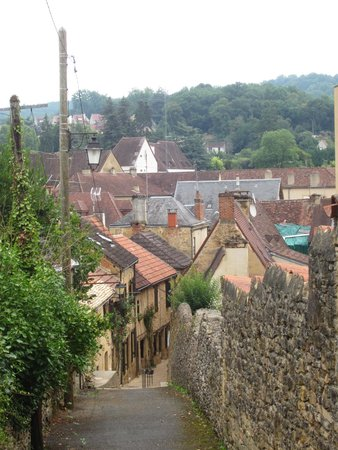 La Maison du Moulin a Vent : The path from the B&B to old Sarlat