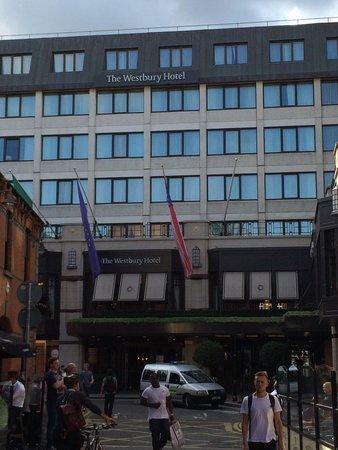 The Westbury: Vor dem Hotel!