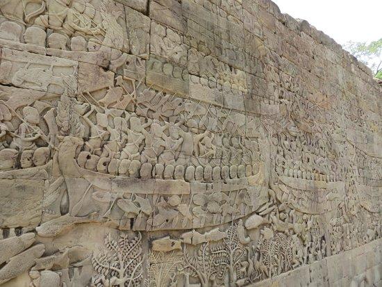 Bayon (Angkor) : entalhes nas paredes