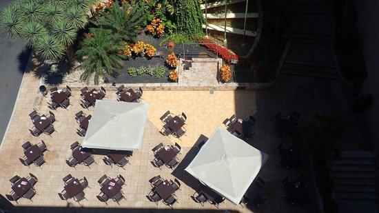 GF Fanabe: Main bar and entertainment area