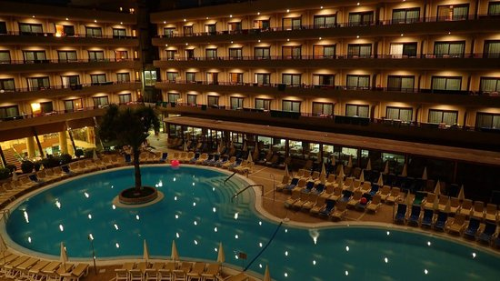 GF Fanabe: Pool at night (view from 322 room)